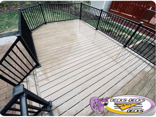 Aluminum decking railing with lights