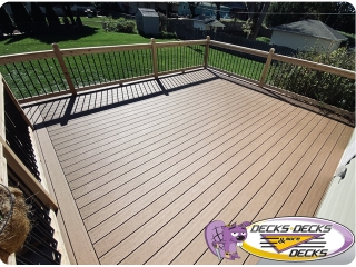 Mixed composite and cedar deck Omaha