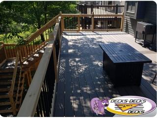 Mixed-composite-and-cedar-railings-Papillion