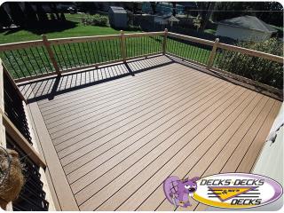 Mixed composite and cedar deck Omaha